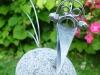 Steinvogel mit Kopfhörer